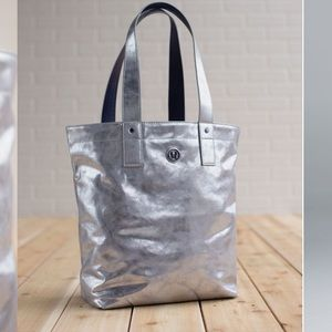 Lululemon Reversible Mantra Tote - Silver/Coal